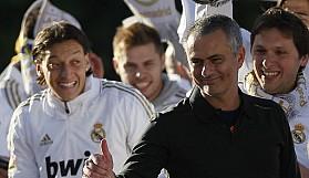 Teknik diręktörümüz José Mourinho ise azarlıyor. Azarlıyor. Azarlıyor.