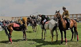 Yetenekli oyuncular iki vuruş öncesinden oyunu okuyarak atını gereken yere önceden sürerler.