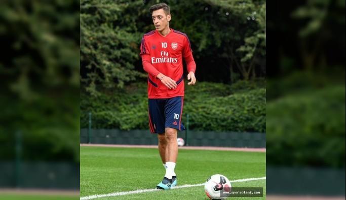 Mesut Özil ve Sead Kolasinac güvenlik tehditleri nedeniyle iki kişi tutuklandı